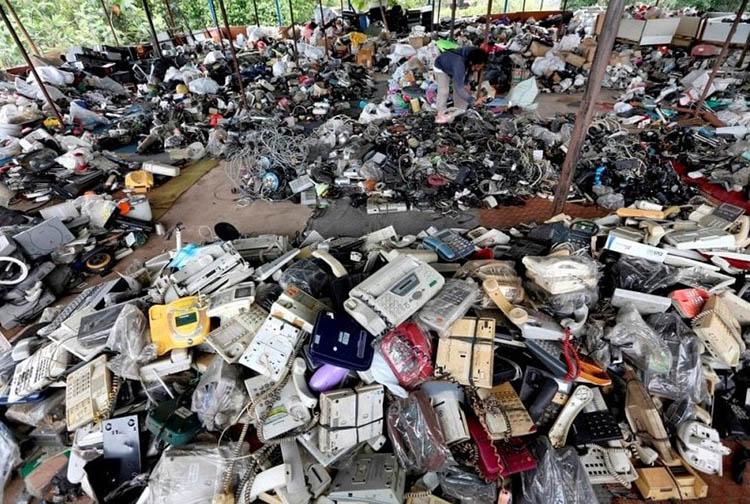 Rác thải điện tử thường được các làng nghề thu mua nhưng tái chế bằng công nghệ lạc hậu